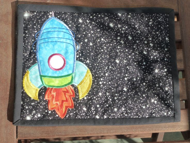 Mug rug. quilting. Applique Rocket.