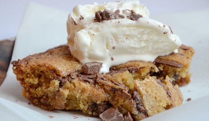 Sugen på att göra en paj som smakar kakdeg? Då har du kommit rätt!