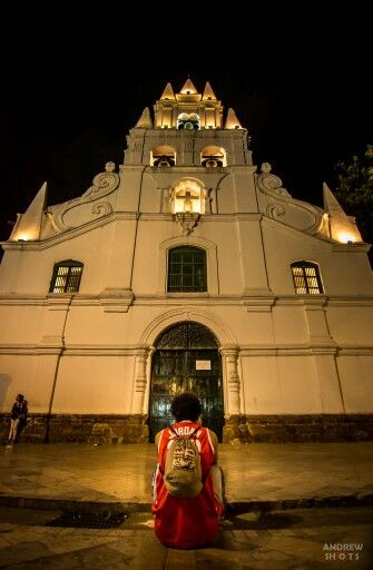 WORKSHOP de FOTOGRAFIA NOCTURNA en el centro de Medellin, Iglesia la Veracruz