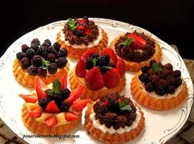 Taze Meyveli Ve Kremalı Sable Breton