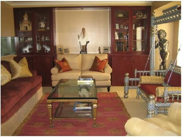 Hindu home decor indian living room decor ideas for for Small hall interior design photos india