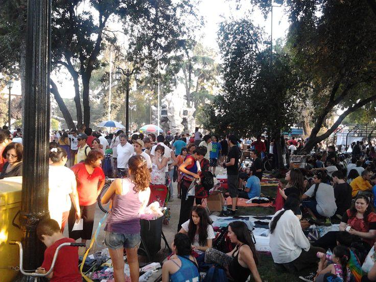 Feria de las Pulgas en el Día del Roto Chileno (Plaza Yungay / Santiago Centro).