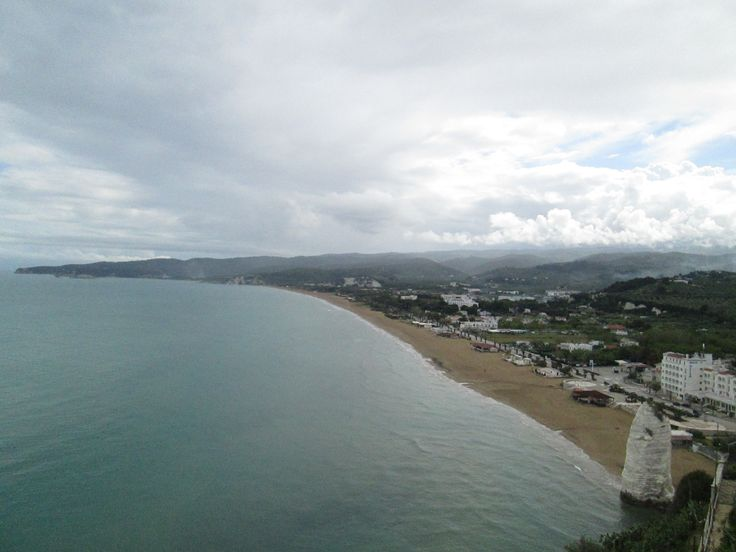 La spiaggia del Pizzomunno vista dal Castello #invadiVieste #invasionidigitali