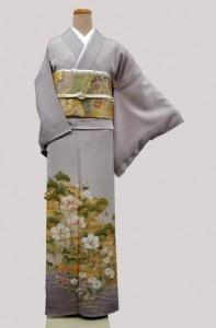 Irotomesode: kimono indossato dalle donne sposate    (ai matrimoni lo indossano le parenti più strette degli sposi, mai in nero, colore riservato alle madri degli sposi)