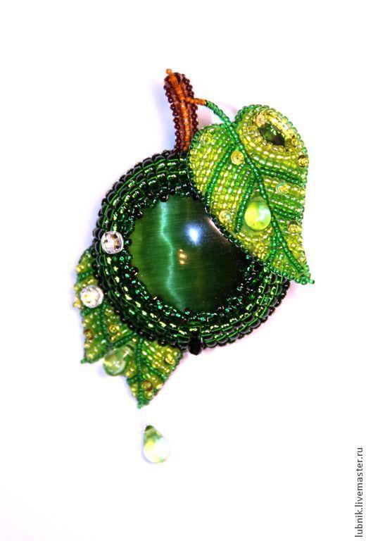 """Купить Кулон-брошь """"Зелёное яблочко"""" - зелёный, кулон, брошь, брошка, Вышивка бисером, яблоко"""