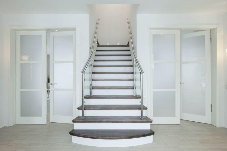 Eingangsbereich, Mitteltreppe Haus Pinterest Musterhauspark - design treppe holz lebendig aussieht