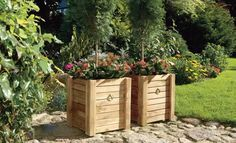 DIY WOODEN FLOWER POT! Free plans for a beautiful flower pot! No woodworking experience needed ;-) http://www.handymantips.org/diy-wooden-flower-pot/ #diy