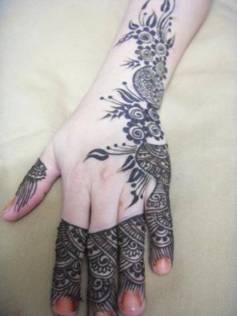 HENNA DESIGNING