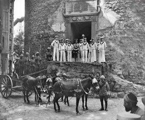 Galata kulesi girişi ve İngiliz askerleri. işgal_gr