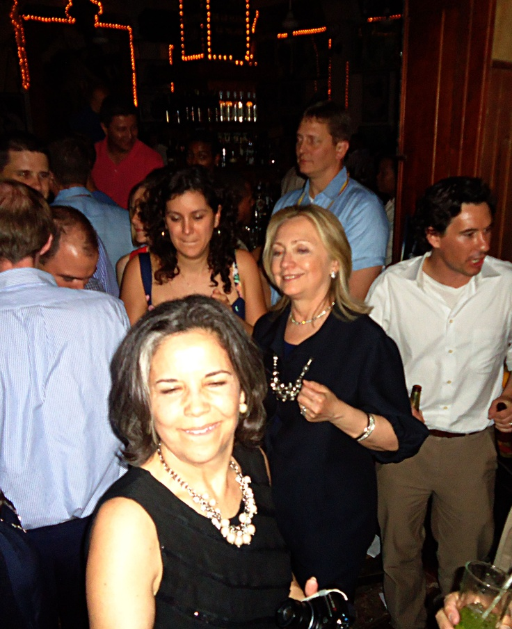 La secretaria de Estados de los Estados Unidos, Hillary Clinton, estuvo rumbeando en Havana, uno de los bares más populares de Cartagena, en donde sólo se escucha mucha música de la isla en donde gobiernan los hermanos Castro, Fidel y Raúl(Colprensa-Raúl Palacios)