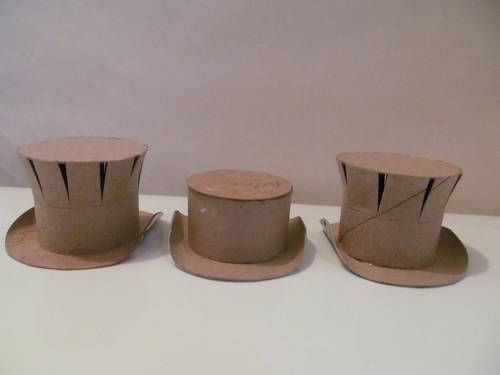 Simple tutorial for making miniature top hats. Great instructions and cute examples of how to decorate!