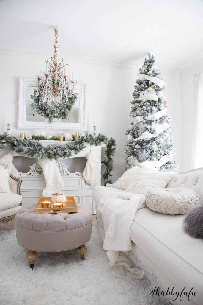 Elegant And Simple Christmas Living Room In White Christmas Decorations Living Room Christmas Living Rooms Christmas Decorations Bedroom