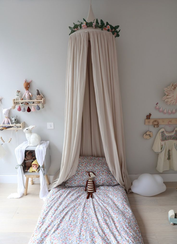 6 Dreamy and Very Different Grey and Pink Bedrooms for Girls https://petitandsmall.com/6-dreamy-grey-pink-girls-bedrooms/