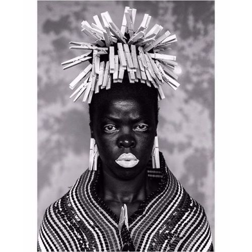 Im reclaiming my blackness which I feel is continuously performed by the privileged other photographer and activist Zanele Muholi (@muholizanele) who has told the stories of black LGTBQI individuals in #SouthAfrica for more than ten years once wrote. My reality is that I do not mimic being black; it is my skin and the experience of being black is deeply entrenched in me. Just like our ancestors we live as black people 365 days a year and we should speak without fear. Zanele Muholi: Somnyama…