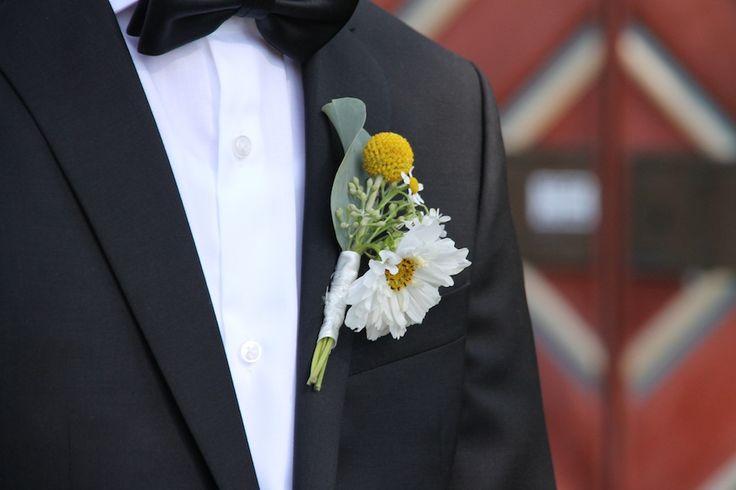 Knappehullsblomst med Craspedia // Buttenhole flower with Craspedia