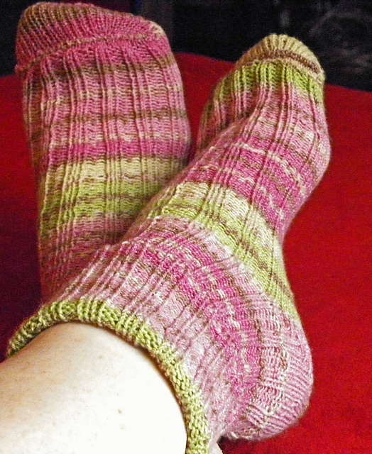 How To Knit Slippers On A Round Loom | Division of Global Affairs