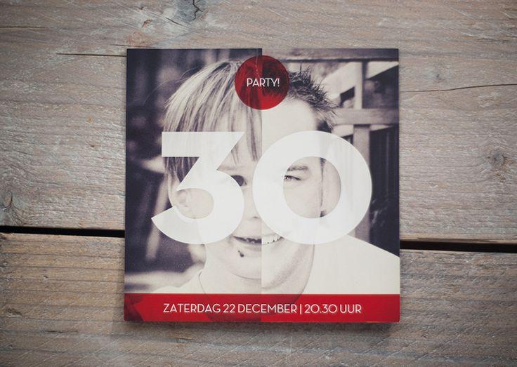 Uitnodiging voor het feest ter gelegenheid van de 30ste verjaardag van Frank. De uitnodiging bestaat uit een foto van het heden en een foto uit het verleden. Zoek de verschillen...