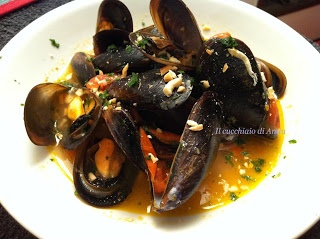 Cozze rosse con mandorle - Mussels red with almonds