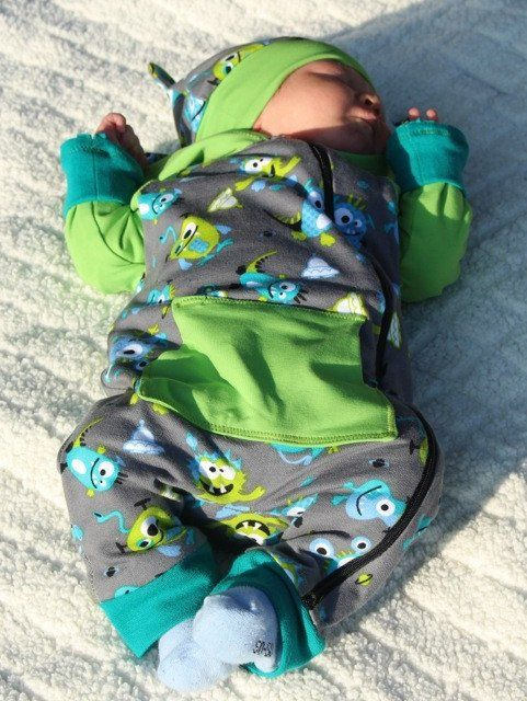 Our FREDDY romper suit can generally be sewn from all fabrics. The easiest method to sew in the zipper is using stable sweatshirt fabrics for the front part. We