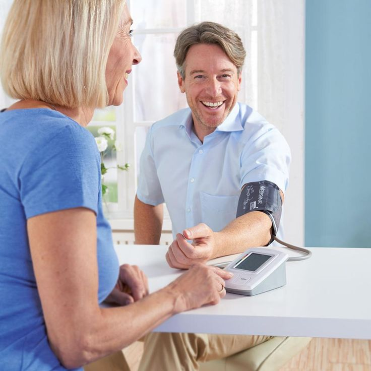 Präzise den #Blutdruck am #Oberarm messen - Oberarm-Blutdruckmessgerät Wann haben Sie das letzte Mal Ihren Blutdruck gemessen? Ärzte sind sich einig, dass eine regelmäßige Kontrolle enorm wichtig ist. Behalten Sie also auch Ihren Blutdruck im Auge! Bluthochdruck kann zu ernsthaften Gesundheitsproblemen führen. Zu niedriger Blutdruck dagegen geht oft mit Kreislaufbeschwerden und Unwohlsein einher.