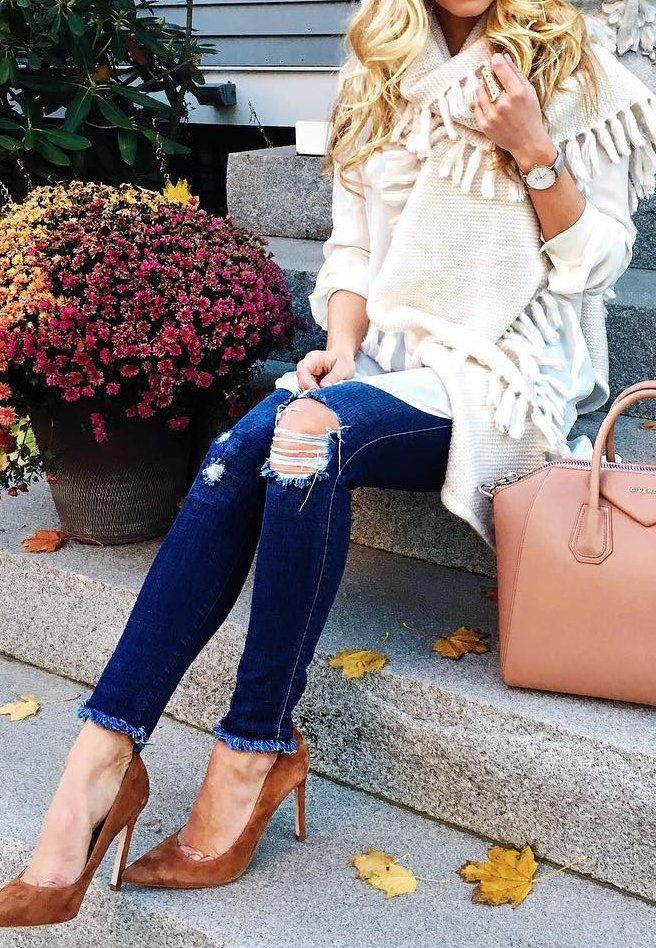 #outfits #fall #fashion Light Tunic // This Fringe Trim Scarf // Destroyed Skinny Jeans // Camel Pumps