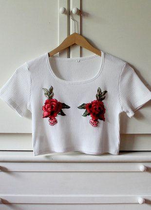 Kup mój przedmiot na #vintedpl http://www.vinted.pl/damska-odziez/crop-topy/19099592-krotki-top-koszulka-crop-top-bluzka-t-shirt-biala-roze-roses-floral-s