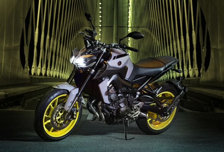 2017 Yamaha MT-09 updated for the new year – now with LED lights, quickshifter and upgraded suspension Very popular in the Malaysian market is the Yamaha MT-09, much loved for its low price-to-displacement ratio, and its very capable three-cylinder engine. First launched in 2014, Yamaha has updated the http://paultan.org/2016/10/05/2017-yamaha-mt-09-updated-for-the-new-year-now-with-led-headlights-and-quickshifter/