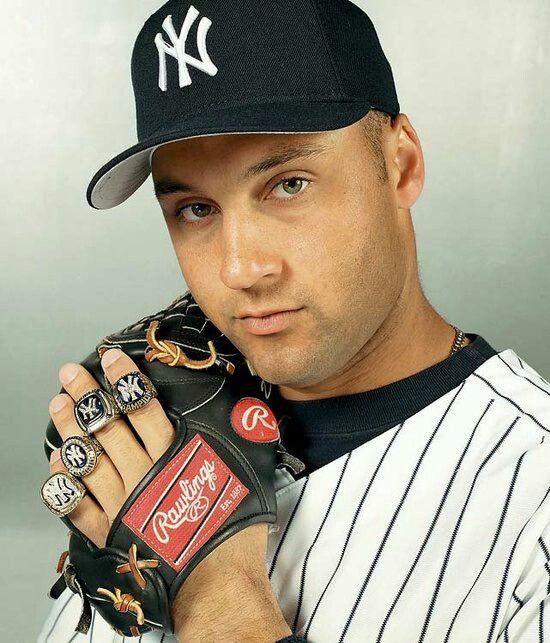 Derek Jeter... lookit those eyes♥