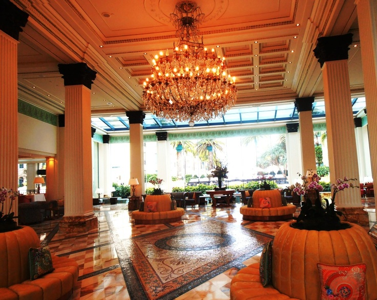 Down Under Queensland :: Chandelier was present to the resort from the House of Versace image by suectravel - Photobucket