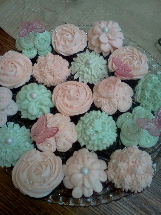 ****FORSURE**** Shabby chic cupcakes... do frosting like these with previous pastel post colors...
