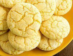 Нежное лимонное печенье на кефире. Ингредиенты:Лимон — 1 шт.Цельнозерновая мука — 100 г.Овсянка молотая — 100 г. Яйцо — 2 шт. Обезжиренный кефир — 200 мл. Разрыхлитель, стевия — по вкусу