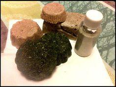 Aujourd'hui on va découvrir (ou redécouvrir) un autre classique de la cosmétique homemade française avec l'élaboration du shampoing solide chimique et naturel (oui, oui ça existe, les shampoings bi...