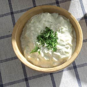 Recept - Tonijntapenade met kappertjes - Allerhande, ook heerlijk met een beetje mayonaise erdoor.