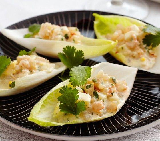 Spanischer Eiersalat im Salatblatt: kann ganz einfach weggesnackt werden. Auch gut geeignet als Fingerfood-Starter.