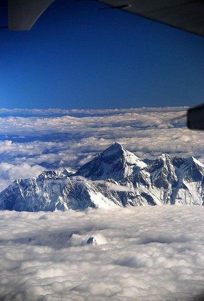Эверест с борта самолета.