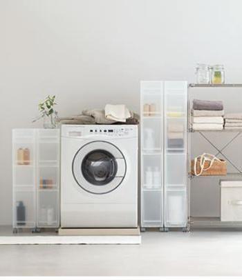 シンプルで機能的!無印のPPケースを使って快適な部屋作りを*   キナリノ バスルームの収納にPPケースを使って清潔感溢れる空間に