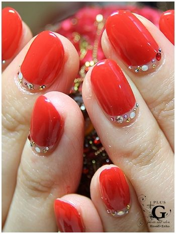 RED /HOLLYDAY/CHIRSTMAS nail design for japan