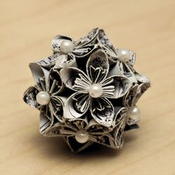 Learn how to make this gorgeous Japanese Kusudama paper ball.