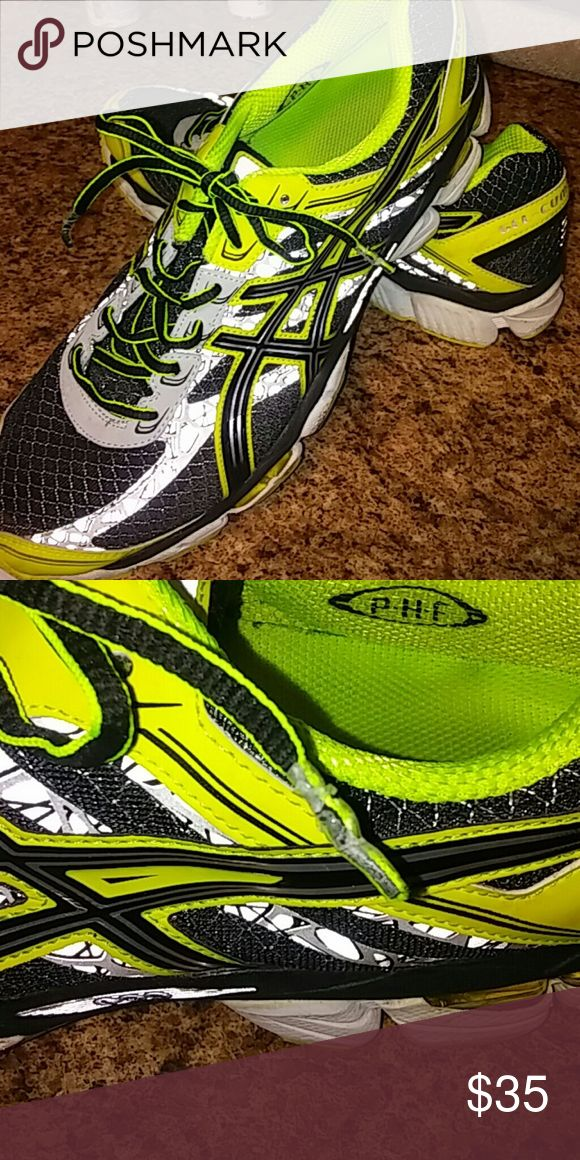 Mens Asics shoes Mens Asics Gel Cumulus 15 sneakers. In good used condition. Small defect on lace tip. Asics Shoes Athletic Shoes
