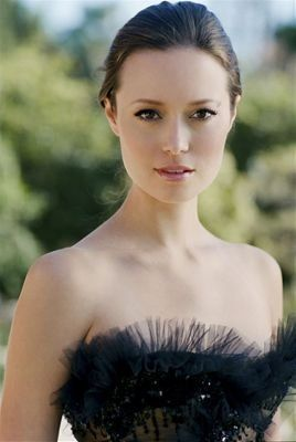 Summer Glau. Beautiful actress and dancer, with so much talent.