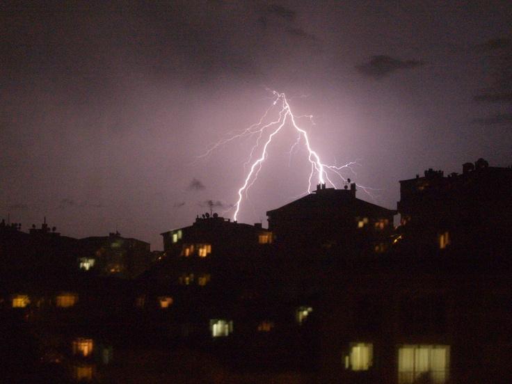 Thunder, Şimşek Çaktı Yıldırım düştü