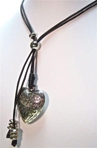 Damen Leder Halskette mit Silber Herz Anhänger Ket von Geralin Gioielli auf DaWanda.com