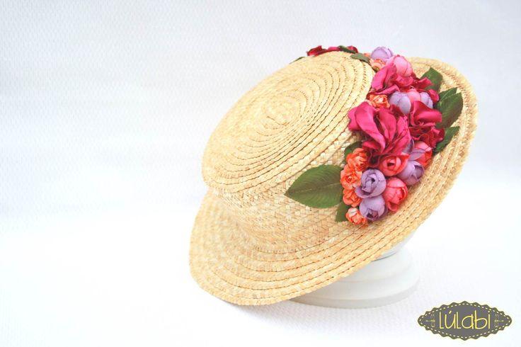 Canotier con flores. En naranja, rosa y verde