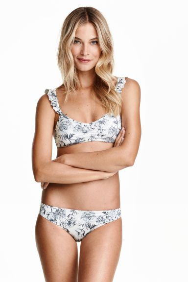 Bikini bottoms: Fully lined bikini bottoms with a floral print and decorative gathers at the back. Mid waist.