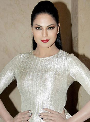 I don't crave much for food, says Veena Malik! - http://www.bolegaindia.com/gossips/I_dont_crave_much_for_food_says_Veena_Malik-gid-37068-gc-6.html