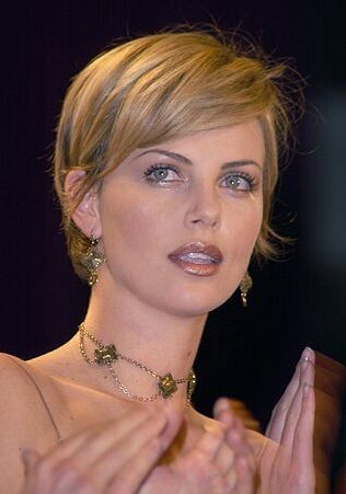 My FAVORITE CHARLIZE HAIRDO EVER. So favorite that I had to shout, my apologies.