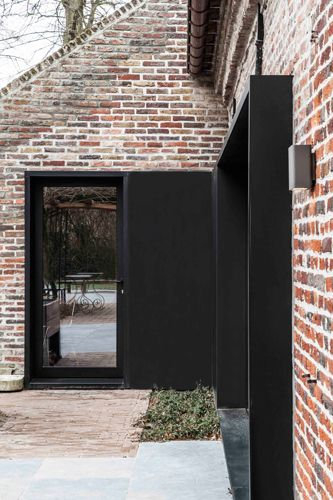 Project B | Juma Architects Gent | Jumaarchitects.com BRICK / DARK WINDOWS POTENTIAL EXTERIOR CLADDING ALTERNATIVE