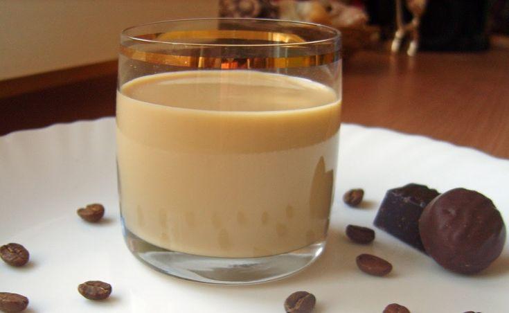 Один з найвідоміших кавових лікерів – «Калуа» – походить із Мексики. Йоговикористовують для приготування різноманітних коктейлів, морозива, тортів та чизкейків. Спробуйте приготувати його власноруч.
