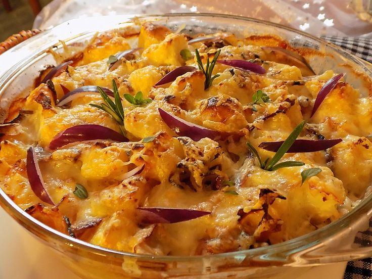 Oloupané brambory a květák nakrájíme na přibližně stejné kousky. Obojí uvaříme v osolené vodě asi 7-8 minut a necháme okapat. Vývar necháme na...