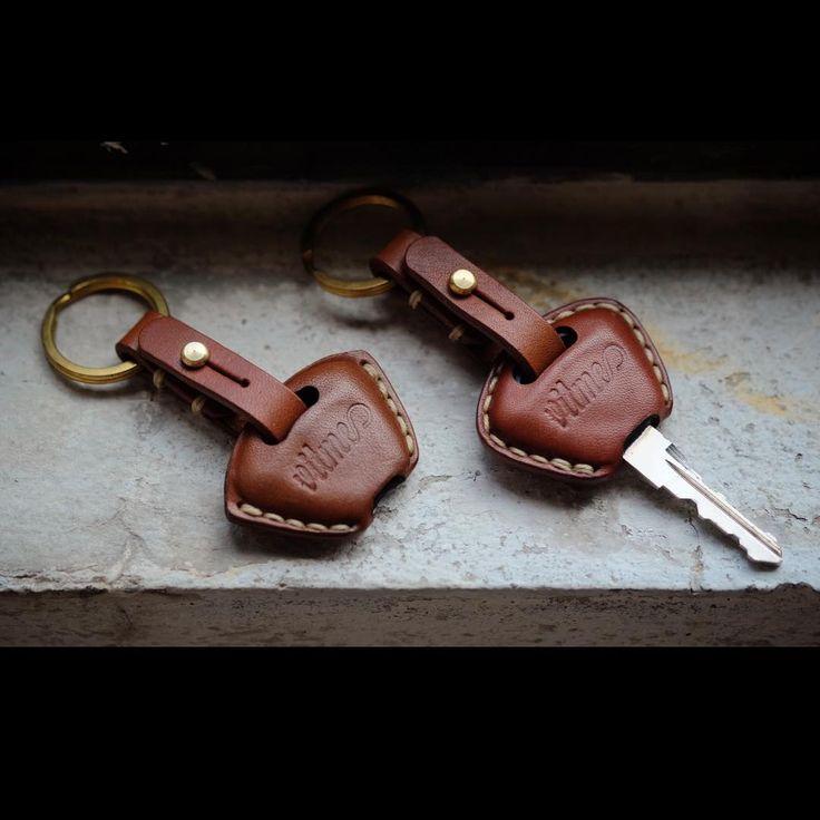 """Handmade Leather Triumph key case-SR"